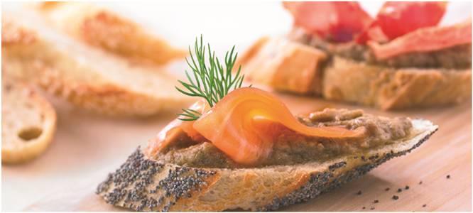 Recette de Tartine de Caviar d'aubergine au saumon